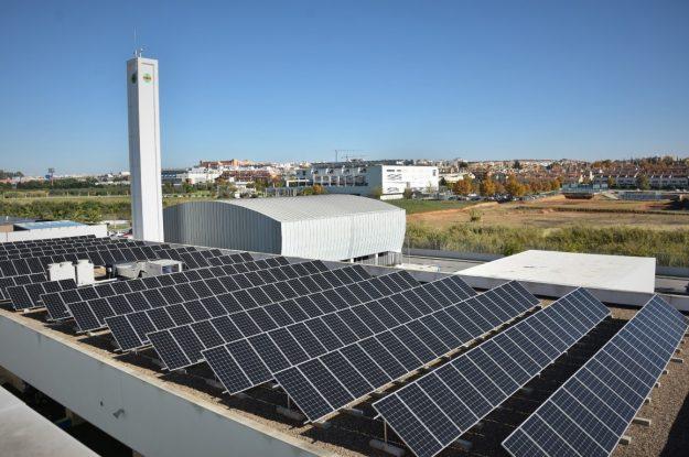 La Fundación San Pablo Andalucía CEU avanza en su compromiso sostenible con la obtención del sello ECO20, que avala el autoconsumo con energía solar
